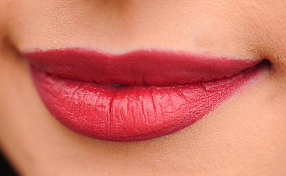 Lächelnde rote Lippen